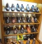 紳士靴のコーナーは奥だが、需要は少ない