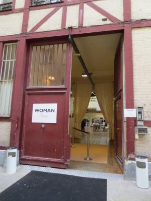 ウーマン入口