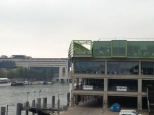 セーヌ河畔、オーステルリッツ駅近くのドック・オン・セーヌで開かれていたカプセル
