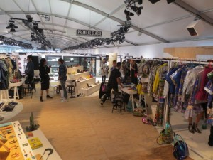 ドント・ビリーブ・ザ・ハイプは、17ブランドを集めた企画展