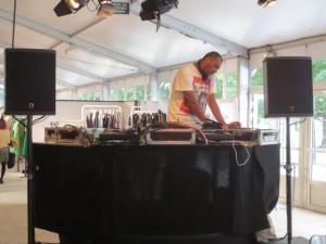 DJで盛り上げる(ドント・ビリーブ・ザ・ハイプ)
