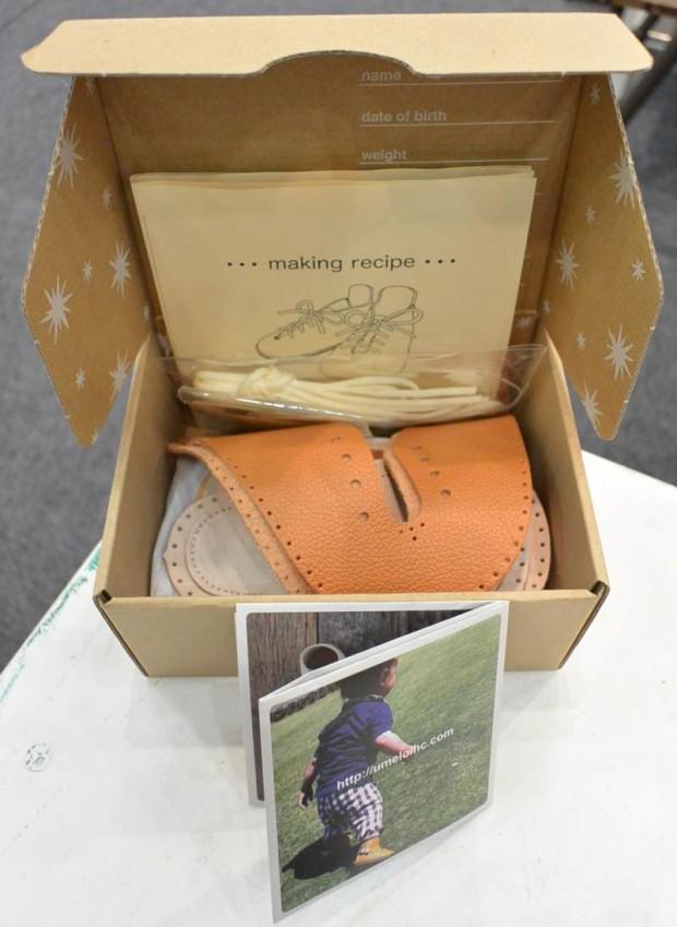 素朴なパッケージの手作り靴キット